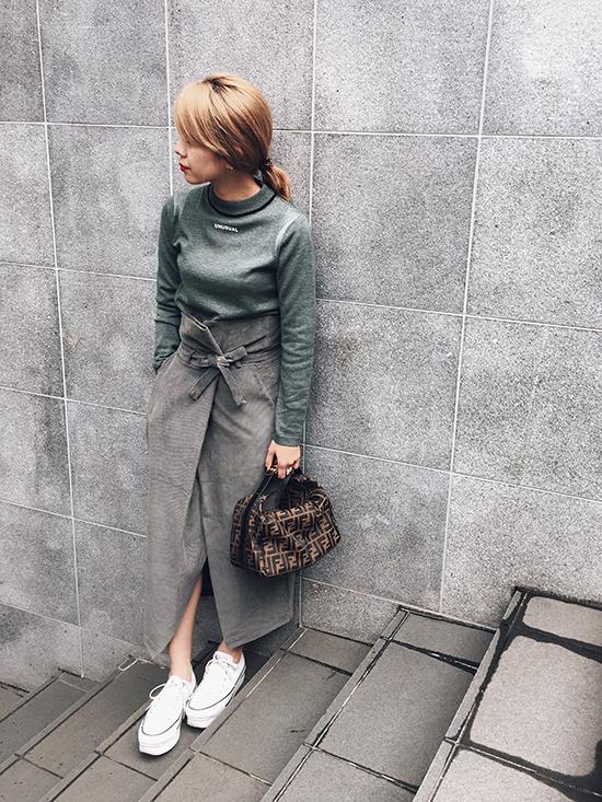 yuko_UNUSUAL LINE LOGO KNIT TOP