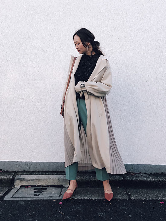 maki_SEE THROUGH BACK PLEATS TRENCH