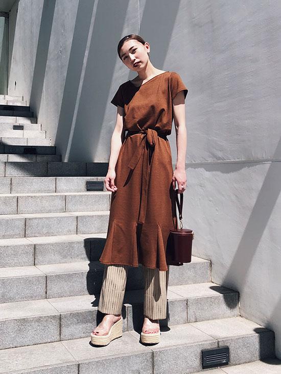 kaori_MEDI CUT NECKLINE LOW FLARE DRESS