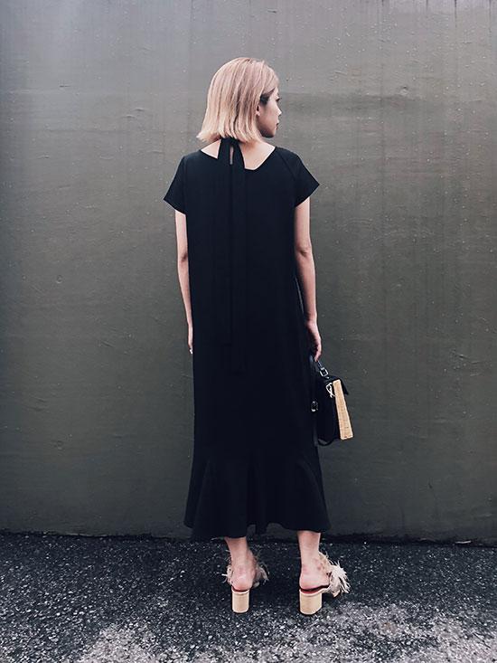 yuko_MEDI CUT NECKLINE LOW FLARE DRESS