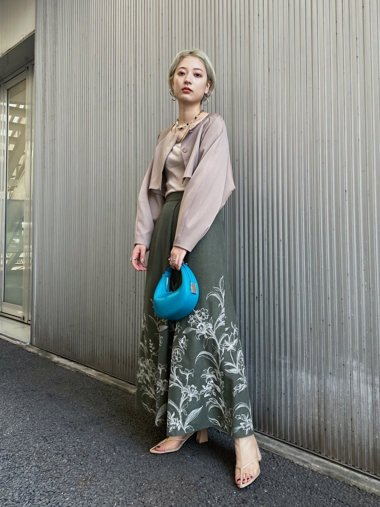 shiho_EMBROIDERY TUCK FLARED SKIRT