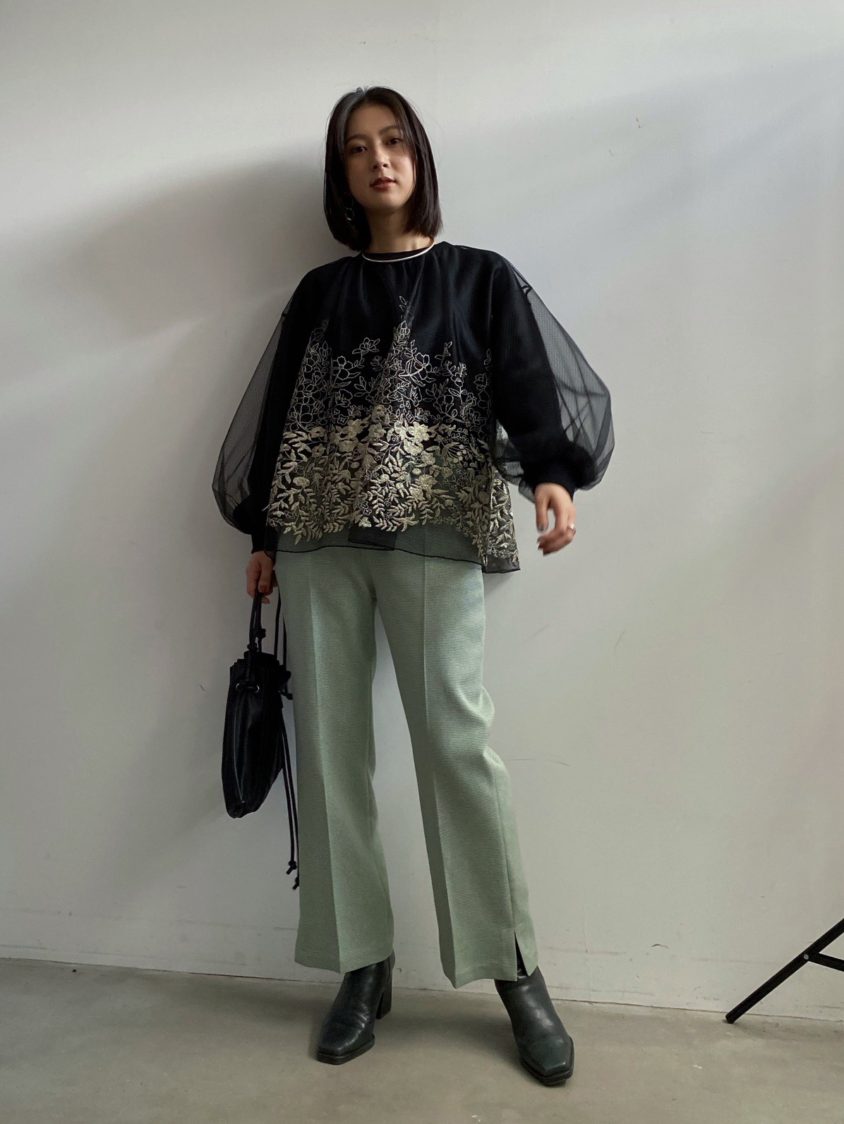 yu_LULA TULLE EMBROIDERY SWEAT TOPS