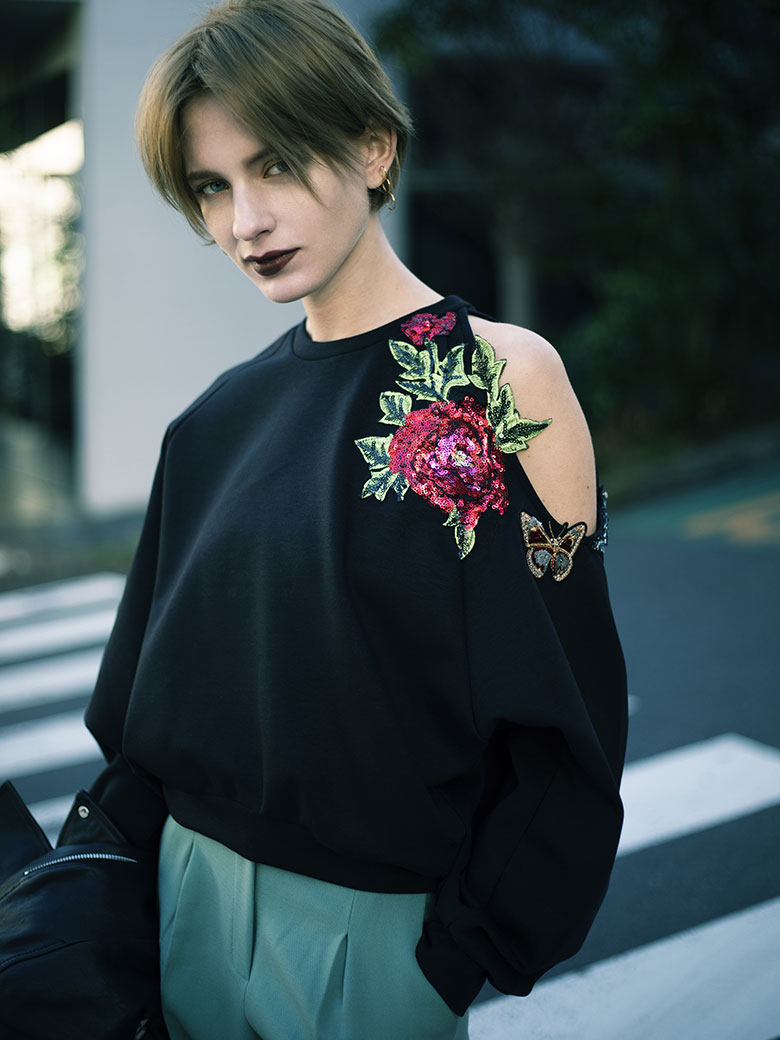 FLOWER PATCH SWEAT TOP