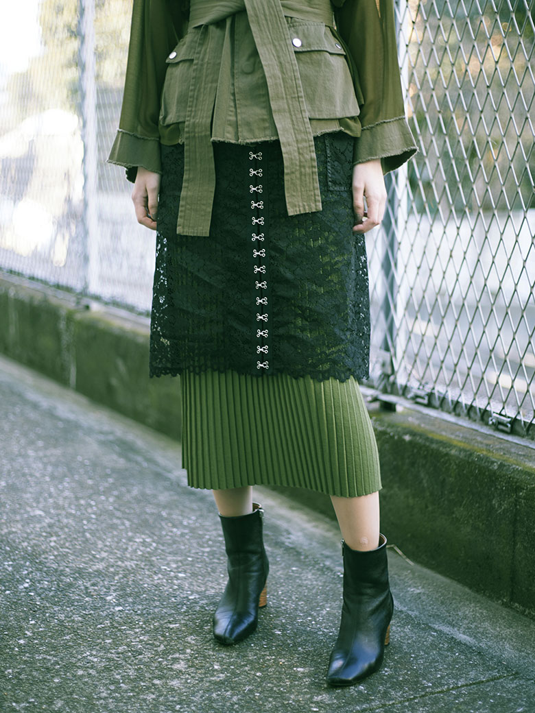 PLEATS KNIT UNDER LACE SKIRT