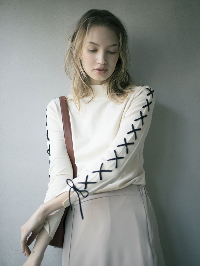 LACE UP SLEEVE KNIT