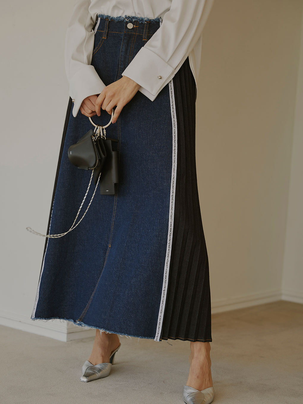 SIDE PLEATS DENIM SKIRT
