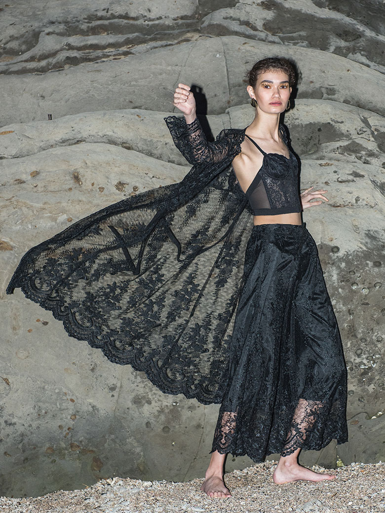 MEDI LINDA LACE GOWN DRESS