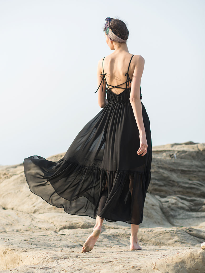 MEDI BACK OPEN SUMMER DRESS