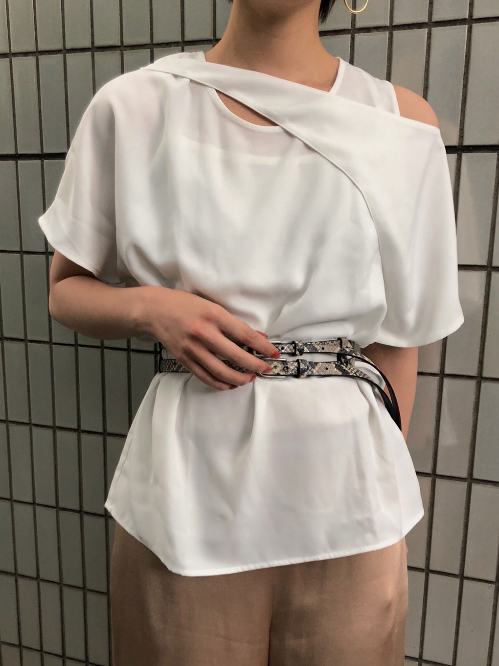 OVERLAP BELTED TOP