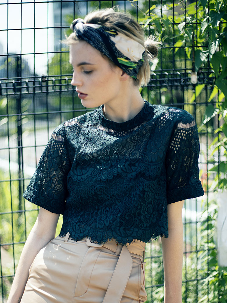 LACE SHORT BLOUSE