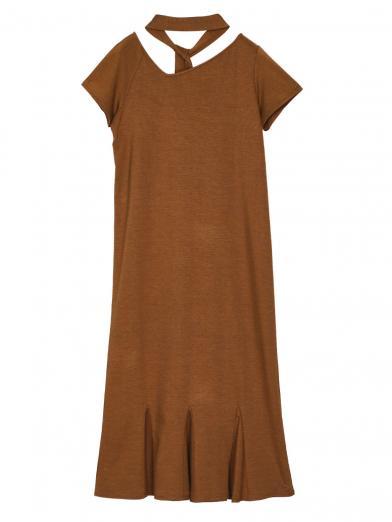 MEDI CUT NECKLINE LOW FLARE DRESS