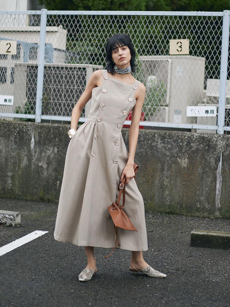 BUTTON MOTIF APRON DRESS