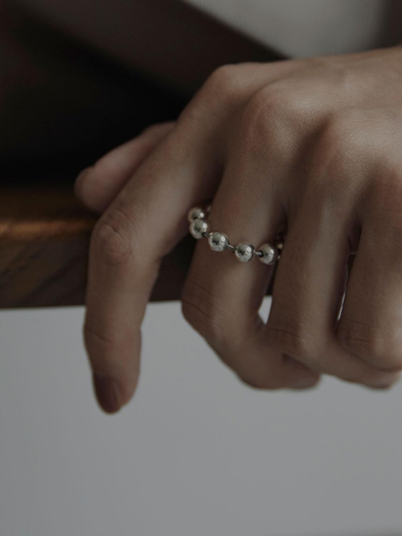e.m. Ring 2001-AR1031