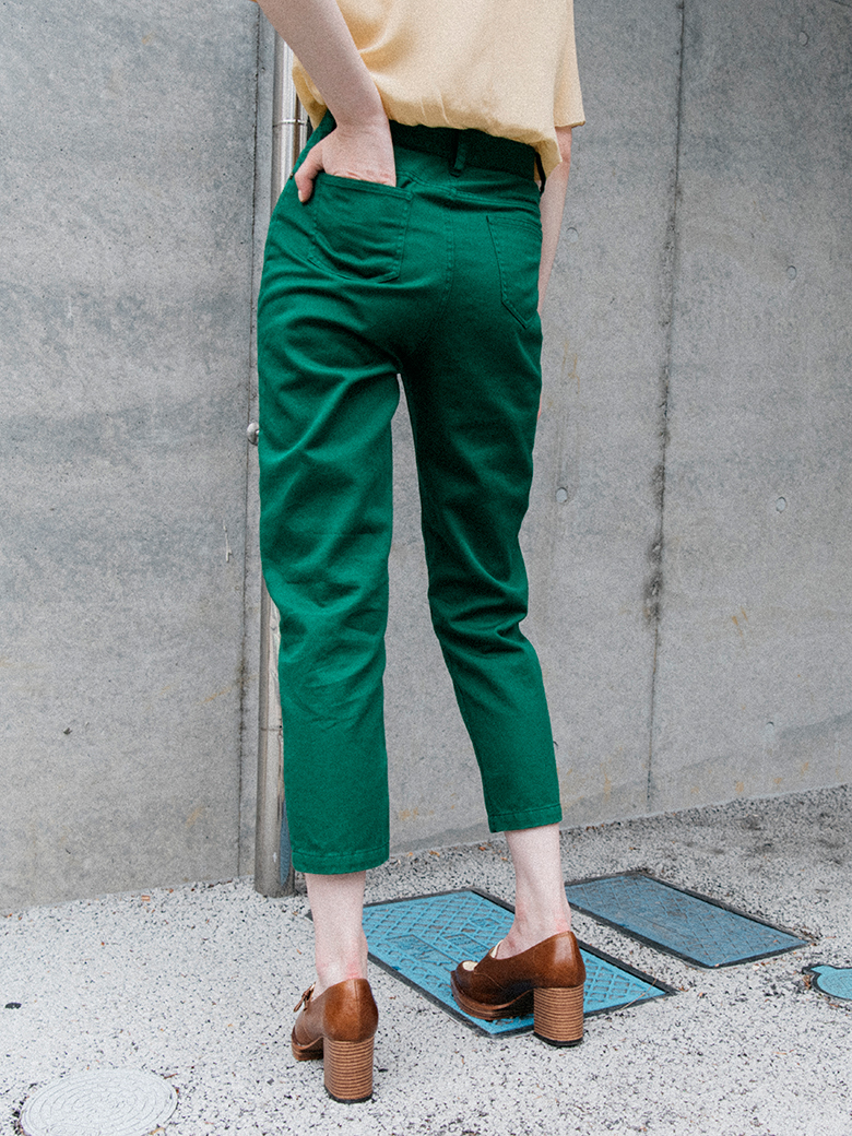 COLOR TAPERED CHINO PANTS