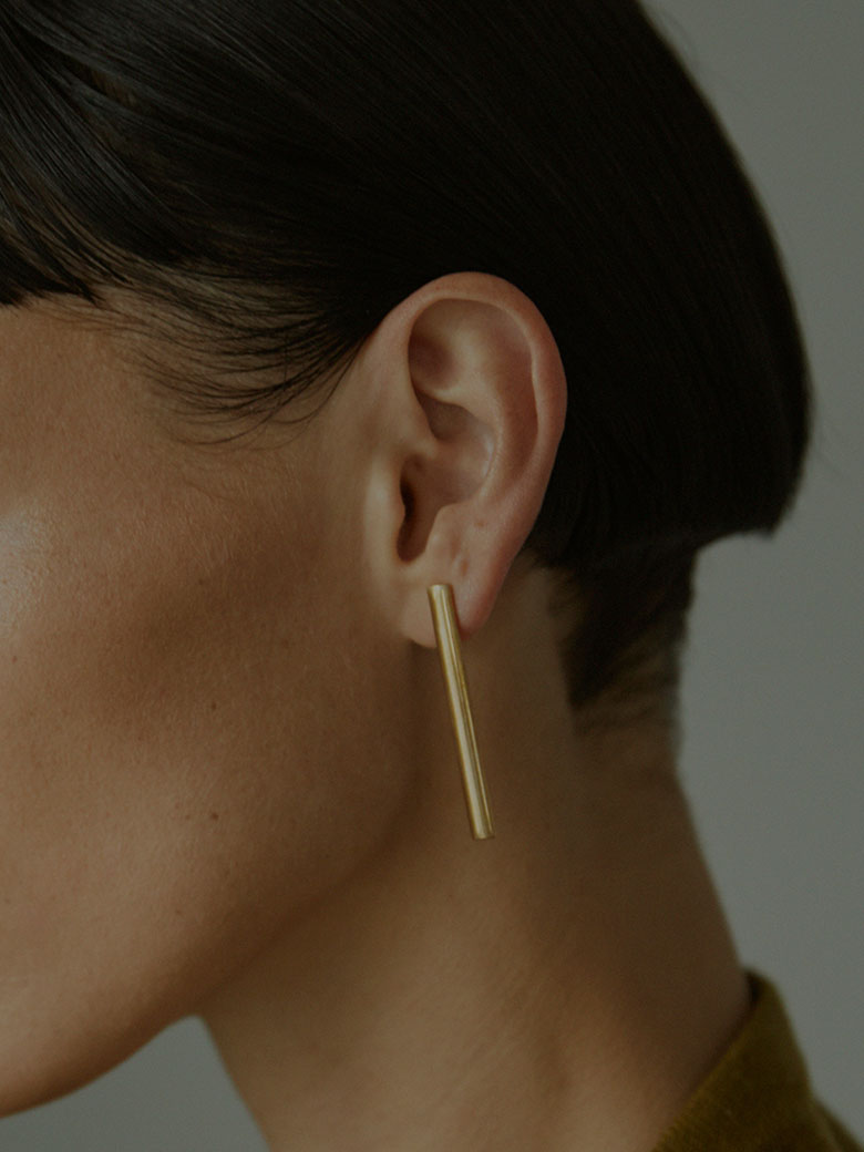 LAURA LOMBARDI BRASS BAR EARRINGS/ピアス