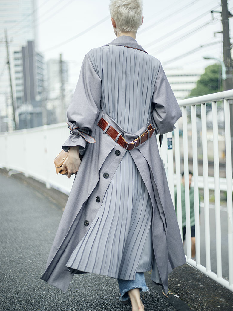 BACK PLEATS LAYERED COAT