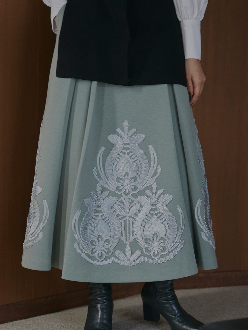 RIBBON EMBROIDERY SKIRT