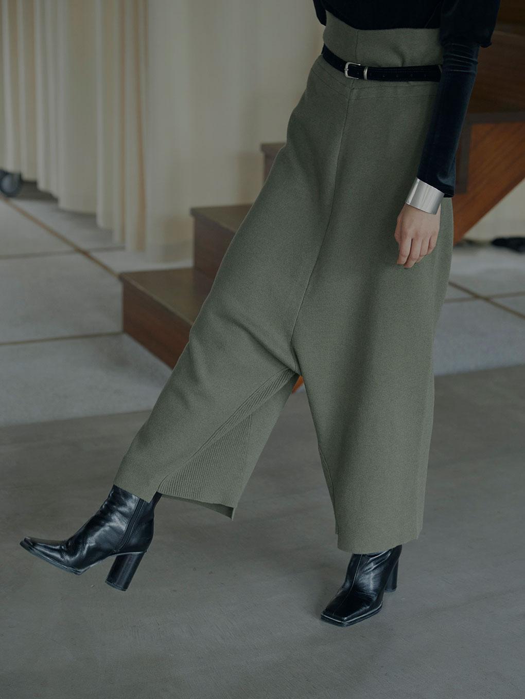 SHORT LEG KNIT PANTS