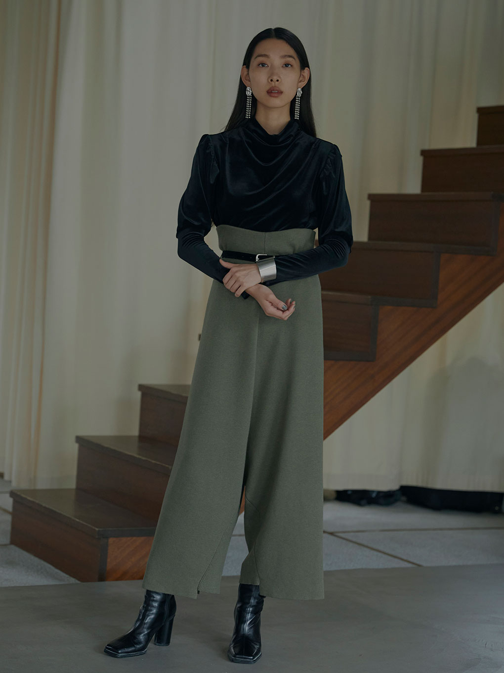 OVER GATHER SLEEVE TOP