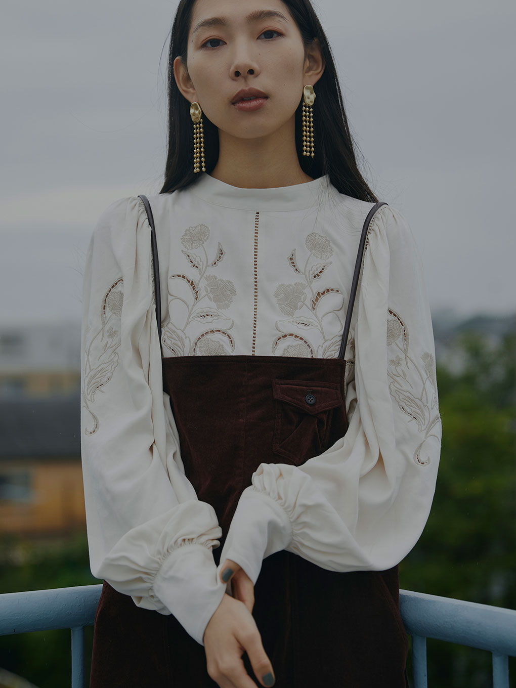 LADY EMBROIDERY PUFF BLOUSE