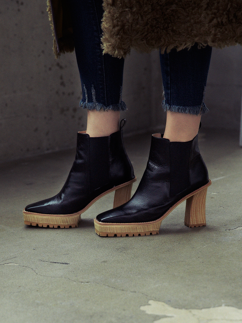 SQUARE SIDE GORE BOOTS