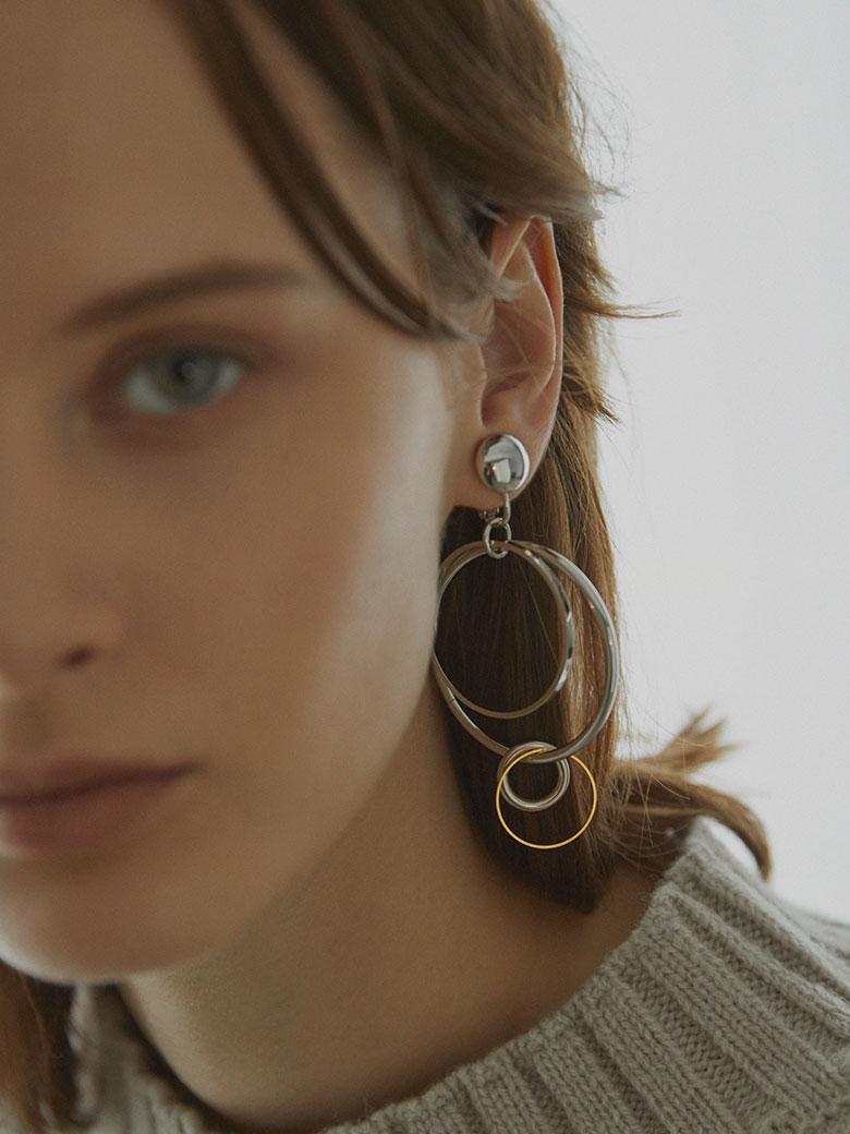 Bijou R.I Asymmetry Earring