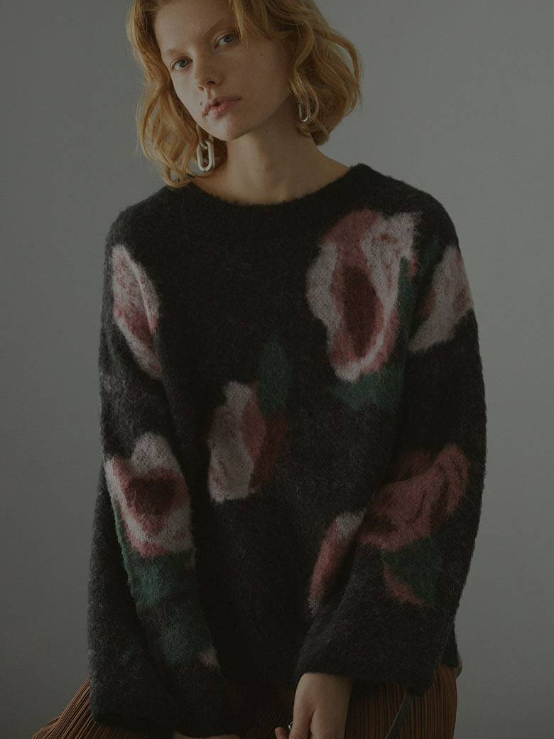 ABSTRACT FLOWER KNIT